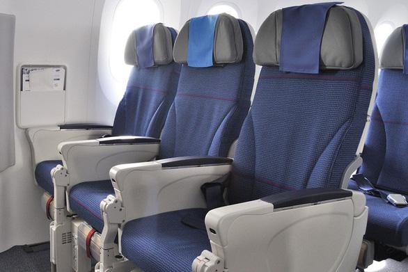 Vì sao ghế máy bay thường có màu xanh? - Ảnh 2.