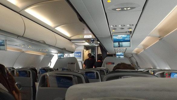 Vì sao ghế máy bay thường có màu xanh? - Ảnh 4.