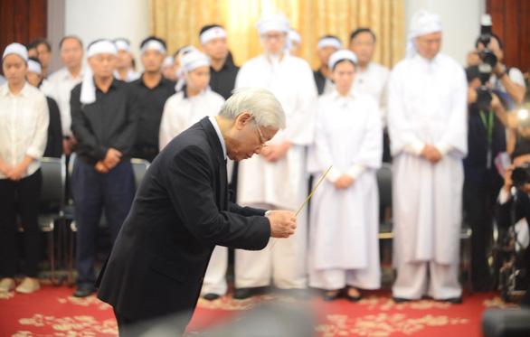 Những tâm sự xúc động trước linh cữu cố Thủ tướng Phan Văn Khải - Ảnh 1.