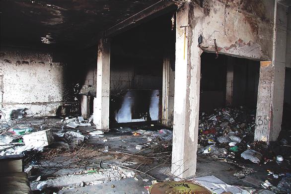 Chung cư bỏ hoang giữa lòng Hà Nội ngập tràn rác thải - Ảnh 7.
