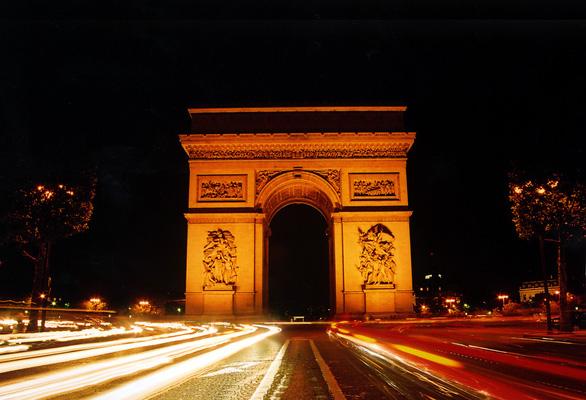 6 địa điểm nhất định phải ngắm khi du hí Paris - Ảnh 3.