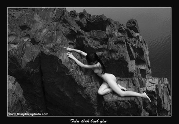 Thái Phiên: Tôi rùng mình khi nhắc đến xin phép triển lãm ảnh nude - Ảnh 2.