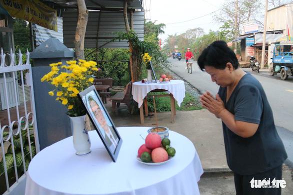 Hàng ngàn người tiễn cố Thủ tướng Phan Văn Khải về đất mẹ - Ảnh 17.