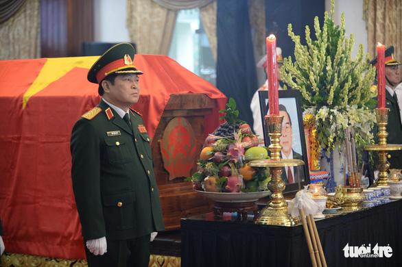 Hàng ngàn người tiễn cố Thủ tướng Phan Văn Khải về đất mẹ - Ảnh 7.