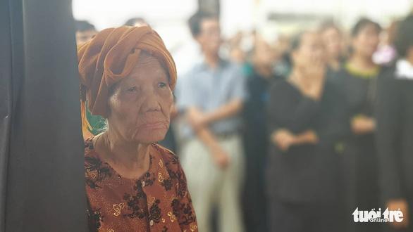 Hàng ngàn người tiễn cố Thủ tướng Phan Văn Khải về đất mẹ - Ảnh 15.