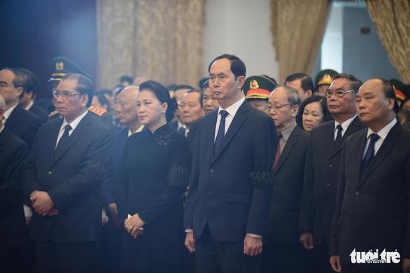 Hàng ngàn người tiễn cố Thủ tướng Phan Văn Khải về đất mẹ - Ảnh 6.