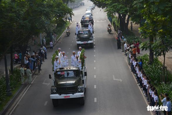Hàng ngàn người tiễn cố Thủ tướng Phan Văn Khải về đất mẹ - Ảnh 12.