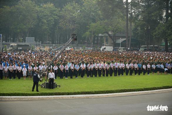 Hàng ngàn người tiễn cố Thủ tướng Phan Văn Khải về đất mẹ - Ảnh 8.