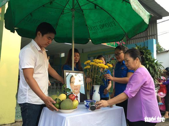 Hàng ngàn người tiễn cố Thủ tướng Phan Văn Khải về đất mẹ - Ảnh 18.
