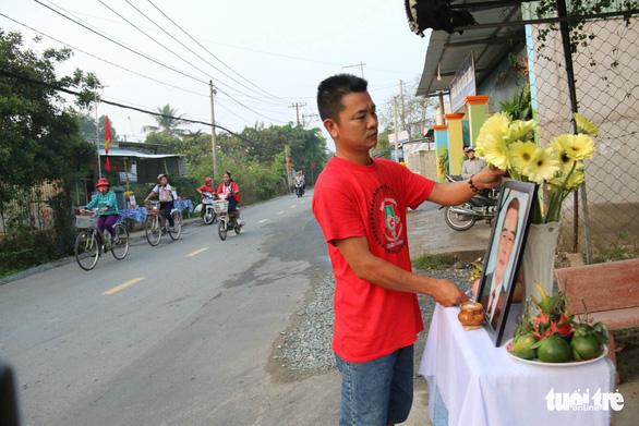 Hàng ngàn người tiễn cố Thủ tướng Phan Văn Khải về đất mẹ - Ảnh 19.