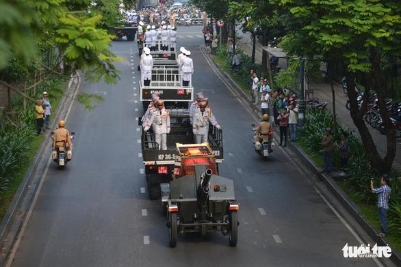 Hàng ngàn người tiễn cố Thủ tướng Phan Văn Khải về đất mẹ - Ảnh 11.
