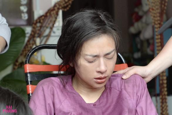 Ngô Thanh Vân té nứt xương trên phim trường Hai Phượng - Ảnh 1.
