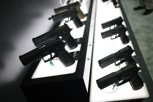 YouTube cấm video quảng cáo vũ khí, hướng dẫn lắp ráp súng - Ảnh 1.