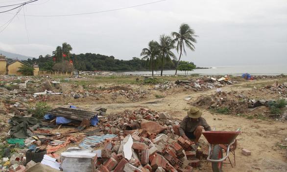 Tháo dỡ hàng rào dự án resort bịt lối xuống biển Đà Nẵng - Ảnh 3.