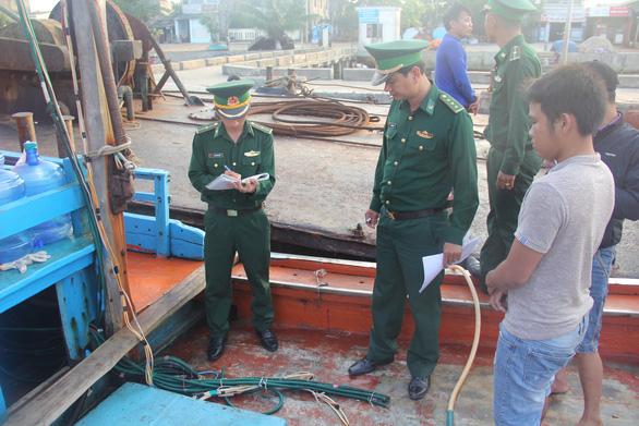Ngư dân Quảng Ngãi tố bị tàu Trung Quốc cướp phá ở Hoàng Sa - Ảnh 14.