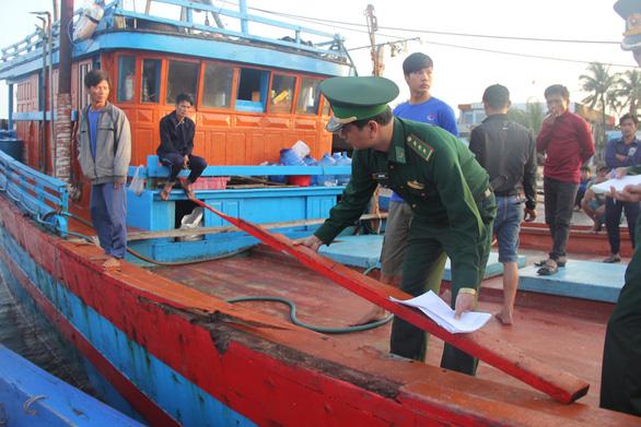 Ngư dân Quảng Ngãi tố bị tàu Trung Quốc cướp phá ở Hoàng Sa - Ảnh 10.