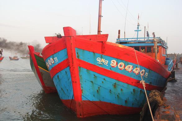 Ngư dân Quảng Ngãi tố bị tàu Trung Quốc cướp phá ở Hoàng Sa - Ảnh 11.