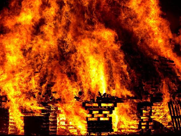 Đi chơi mà gặp hỏa hoạn thì làm gì để an toàn? - Ảnh 1.