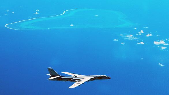 Trung Quốc lại phô diễn sức mạnh trên Biển Đông - Ảnh 1.