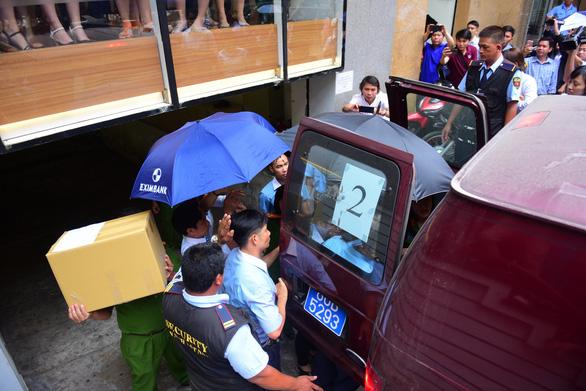 Đề nghị Eximbank trả 245 tỉ dù chưa bắt được Lê Nguyễn Hưng - Ảnh 1.