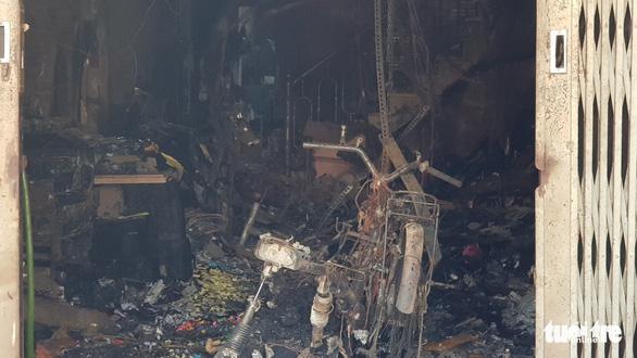 Cháy nhà trong đêm, cha mẹ ngất xỉu, bé 2 tuổi tử vong - Ảnh 3.
