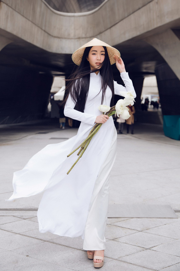 Nàng thơ xứ Huế tỏa sáng cùng áo dài ở Seoul Fashion Week - Ảnh 1.