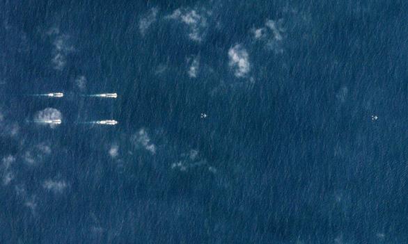 Trung Quốc điều hàng chục tàu chiến hướng xuống Biển Đông - Ảnh 2.