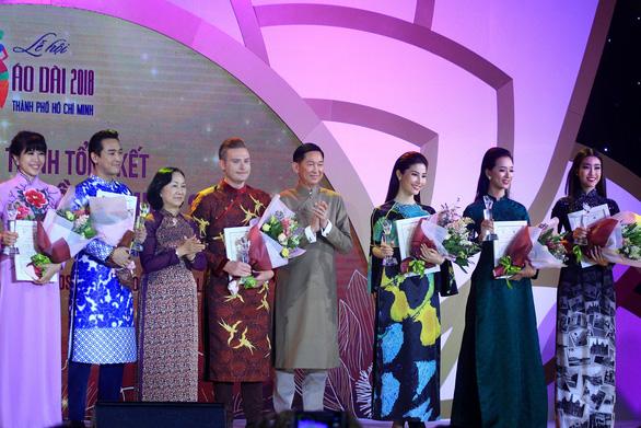 Lễ hội áo dài 2018: thu hút 100.000 khách, tặng 6000 tà áo dài - Ảnh 2.