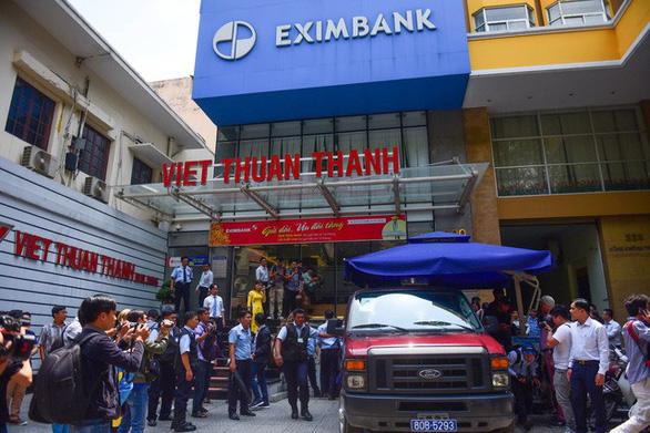 Giúp sếp chiếm đoạt 245 tỉ tại Eximbank, nhân viên dính tội gì? - Ảnh 1.