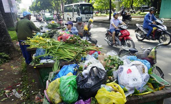 Đấu thầu thu gom rác: Tiết kiệm tiền tỉ, triển khai ì ạch - Ảnh 3.