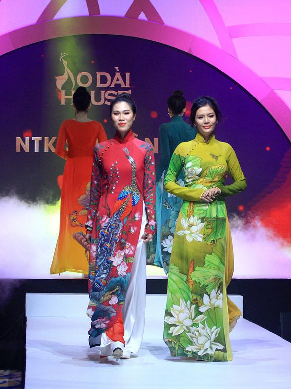 Lễ hội áo dài 2018: thu hút 100.000 khách, tặng 6000 tà áo dài - Ảnh 3.