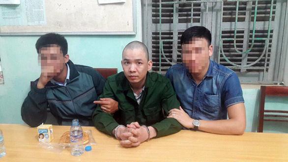 Truy tố 2 nguyên cán bộ quản giáo để 2 tử tù trốn trại - Ảnh 2.