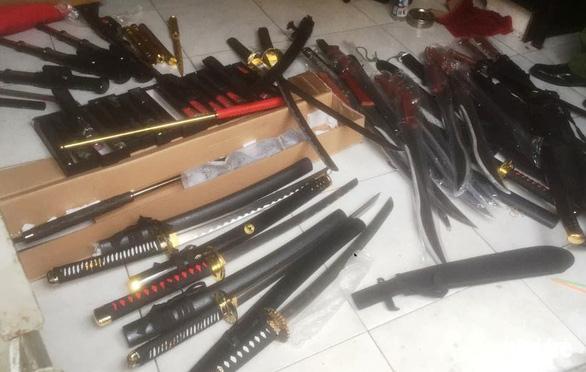 Phá đường dây mua bán vũ khí thô sơ qua Facebook - Ảnh 6.