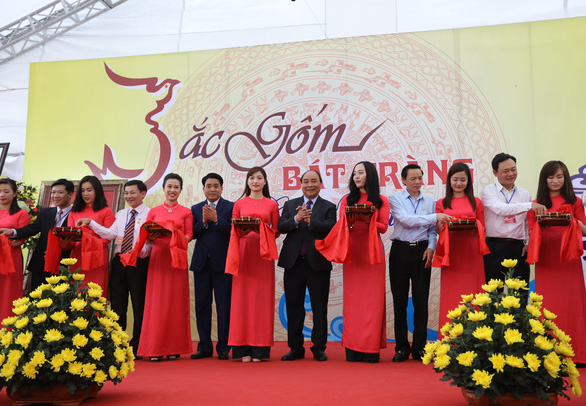 Thủ tướng Nguyễn Xuân Phúc: Tôi đến đây để quảng bá gốm sứ Bát Tràng - Ảnh 7.