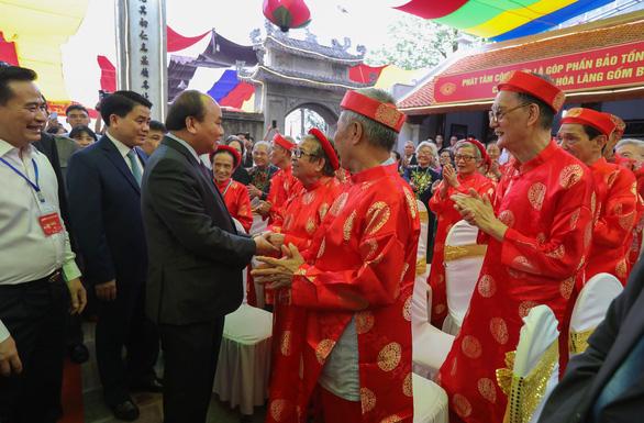 Thủ tướng Nguyễn Xuân Phúc: Tôi đến đây để quảng bá gốm sứ Bát Tràng - Ảnh 4.