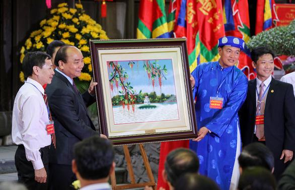 Thủ tướng Nguyễn Xuân Phúc: Tôi đến đây để quảng bá gốm sứ Bát Tràng - Ảnh 6.