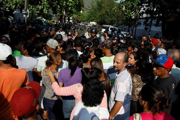 Bạo loạn trong nhà tù tại Venezuela, 68 người chết - Ảnh 1.