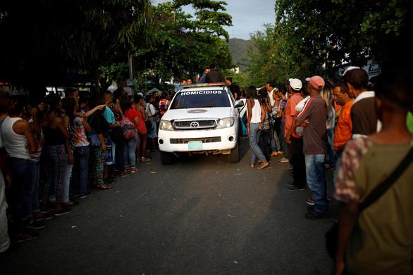 Bạo loạn trong nhà tù tại Venezuela, 68 người chết - Ảnh 6.