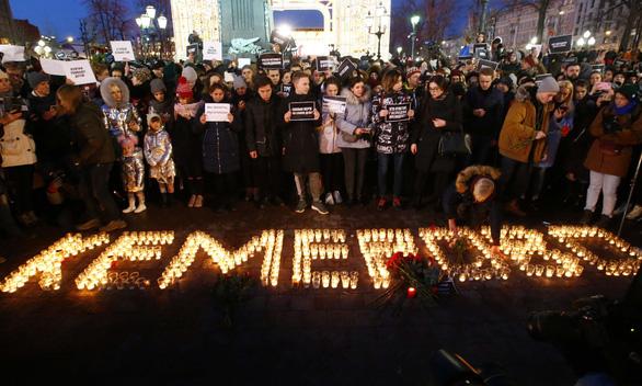 Nga quốc tang 64 người chết cháy, Tổng thống Putin hứa trừng trị kẻ gây họa - Ảnh 8.