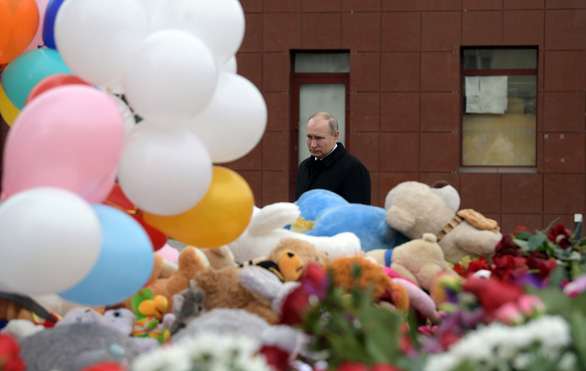 Nga quốc tang 64 người chết cháy, Tổng thống Putin hứa trừng trị kẻ gây họa - Ảnh 11.