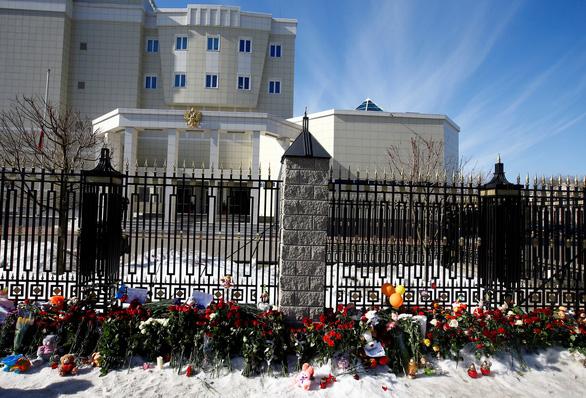 Nga quốc tang 64 người chết cháy, Tổng thống Putin hứa trừng trị kẻ gây họa - Ảnh 4.