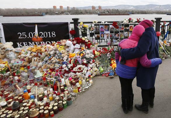 Nga quốc tang 64 người chết cháy, Tổng thống Putin hứa trừng trị kẻ gây họa - Ảnh 7.