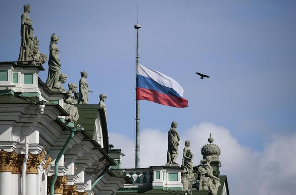 Nga quốc tang 64 người chết cháy, Tổng thống Putin hứa trừng trị kẻ gây họa - Ảnh 3.