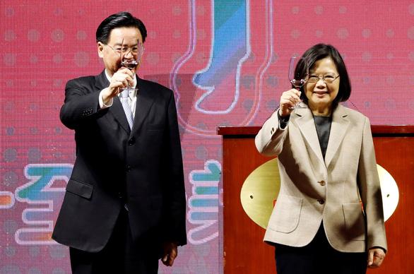 Bắc Kinh bất ngờ dịu giọng sau khi đe dọa 'thiêu đốt' Đài Loan - Ảnh 2.