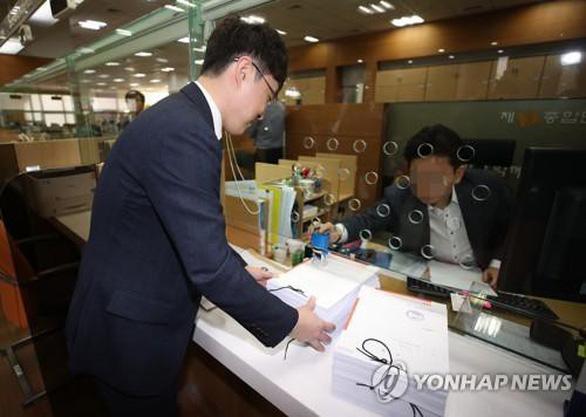 Hơn 63.000 người Hàn Quốc kiện đòi Apple bồi thường 11,9 triệu USD - Ảnh 1.