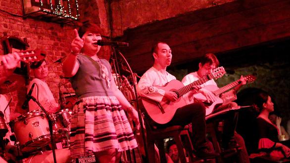 Ca sĩ người Philippines: Việt Nam là đất lành - Ảnh 1.