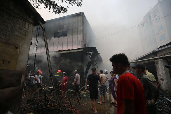 Cháy lớn tại chợ Quang ở xã Thanh Liệt, Hà Nội - Ảnh 4.