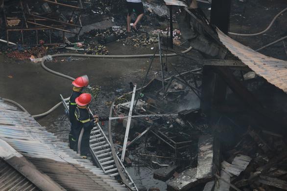 Cháy lớn tại chợ Quang ở xã Thanh Liệt, Hà Nội - Ảnh 6.