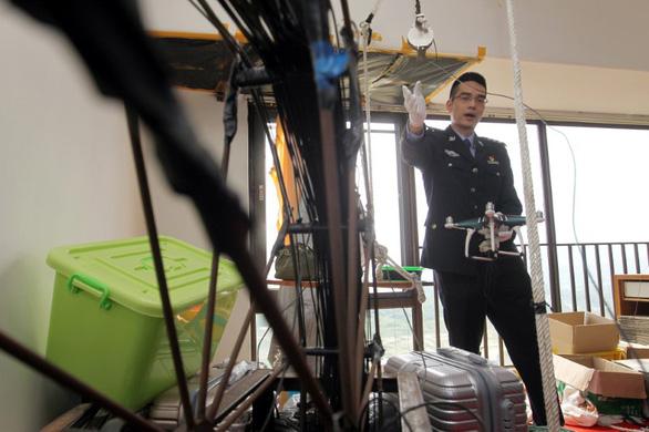 Trung Quốc bắt vụ buôn lậu iPhone bằng drone trị giá 80 triệu USD  - Ảnh 2.