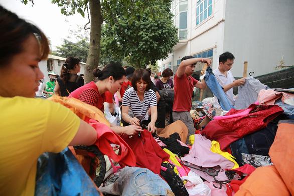Cháy lớn tại chợ Quang ở xã Thanh Liệt, Hà Nội - Ảnh 13.